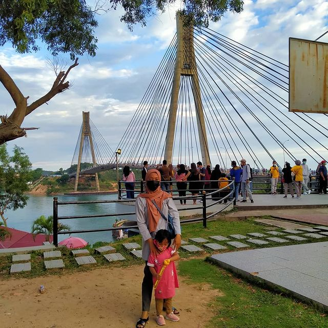 It is called the Barelang Bridge because this bridge connects the city of Batam with the surrounding islands.